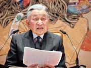 Mit einer emotionalen Ansprache hat sich der japanische Kaiser Akihito von seinen Untertanen verabschiedet - im kommenden Mai überlässt er den Thron seinem Sohn Naruhito. (Bild: KEYSTONE/AP Kyodo News/202641+0900)