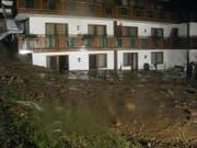 Blick auf das Hotel in Hirschegg im Kleinwalsertal nach dem Erdrutsch. (Bild: pd)