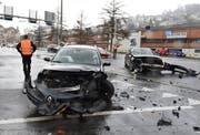 Die beiden Autos wurden stark beschädigt. (Bild: Luzerner Polizei)