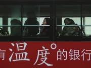 Im Osten Chinas ist ein entführter Bus in eine Gruppe Fussgänger gerast. Mindestens fünf Menschen seien getötet und 21 weitere verletzt worden. (Bild: Keystone/AP/ANDY WONG)