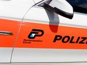 In Rüti ZH hat ein Mann auf einen Gastbetrieb geschossen und dabei einen Mann tödlich verletzt. (Bild: KEYSTONE/WALTER BIERI)