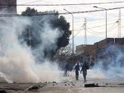 In Kasserine geraten Protestierende und Sicherheitskräfte aneinander. (Bild: KEYSTONE/EPA/STR)