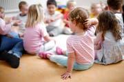 Das System der Kinderbetreuung in Hünenberg wird neu geregelt. (Symbolbild: Stefan Kaiser)