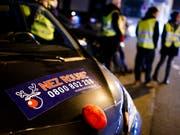 Die Freiwilligen des Fahrdienstes Nez Rouge haben an Heiligabend und am Weihnachtstag fast 4000 Personen nachhause chauffiert. (Bild: KEYSTONE/VALENTIN FLAURAUD)