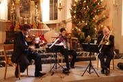 Nicolas Corti im Dialog mit Claudia Muff und Armin Bachmann (von links). Die Aufnahme stammt vom letzten Neujahrskonzert. (Bild: Peter Küpfer)