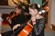 Zwei junge Musikerinnen. (Bild: Monika Wick)