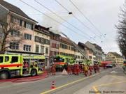 An der Technikumstrasse in der Winterthurer Altstadt ist am Morgen des Stephanstages der Dachstock eines Wohnhauses ausgebrannt. (Bild: Berufsfeuerwehr Winterthur)