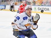 Nikolaj Kulemin und Metallurg Magnitogorsk feiern am Spengler Cup in Davos einen Auftaktsieg (Bild: KEYSTONE/EPA KEYSTONE/GIAN EHRENZELLER)