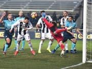 Cristiano Ronaldo rettete Juventus Turin in Unterzahl beim Gastspiel in Bergamo einen Punkt (Bild: KEYSTONE/EPA ANSA/PAOLO MAGNI)