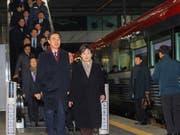 Südkoreas Vereinigungsminister Cho Myoung Gyon in Seoul auf dem Weg zum Zug nach Nordkorea. (Bild: KEYSTONE/AP Yonhap/JIN SUNG-CHUL)