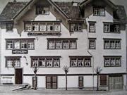 In der «Linde» am Kirchplatz war zugleich die Kantonalbank untergebracht. Das Erledigen von Bankgeschäften konnte folglich gut mit einer Einkehr verbunden werden. Bild: Peter Eggenberger