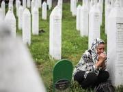 Das Bundesgericht hat eine Verurteilung wegen Rassendiskriminierung nach der Leugnung des Genozids in Srebrenica aufgehoben. (Archivfoto) (Bild: KEYSTONE/EPA/JASMIN BRUTUS)