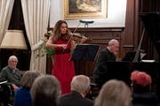 Nina Karmon und Oliver Triendl beim konzentrierten Vortrag auf Schloss Meggenhorn. (Bild: Corinne Glanzmann, 26. Dezember 2018)
