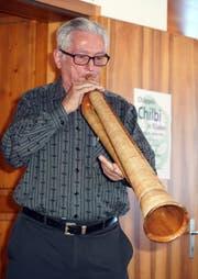 Ahnenforscher und Historiker Sepp Muheim entlockte seinem Büchel archaische Töne. (Bild: Franz Imholz, Unterschächen, 26. Dezember 2018)