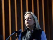 US-Heimatschutzministerin Kirstjen Nielsen spricht vor der Grenzmauer zu Mexiko in Calexico im US-Bundesstaat Kalifornien. (Bild: KEYSTONE/AP/GREGORY BULL)