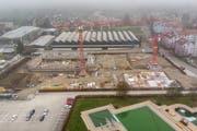 Die Bauarbeiten am Schulhaus Sonnenrain in Wittenbach sind seit August im Gang. (Bild: Michel Canonica)