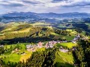 Menznau (im Bild der Ortsteil Menzberg) war einst Steuerhölle – 2019 werden die Steuern aber erneut gesenkt. Bild: Roger Grütter (19. Juli 2017)