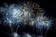 Feuerwerk an Silvester: Nach dem Verbot am ersten August kann man immerhin den Jahreswechsel mit Feuer zelebrieren. (Bild: Andrea Stalder)