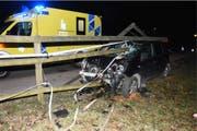 Das Auto wurde durch den Unfall komplett zerstört. (Bild: Kantonspolizei St.Gallen)