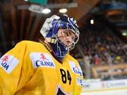 Daniel Manzato, in der Meisterschaft zumeist Nummer-2-Keeper bei Ambri-Piotta, glänzte am Spengler Cup mit einem Shutout für KalPa Kuopio Hockey (Bild: KEYSTONE/EPA KEYSTONE/GIAN EHRENZELLER)