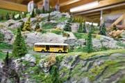 Ein Miniaturpostauto in der Landschaft eines Modelleisenbahnclubs: Der Markenschutz der Post gilt auch für Spielzeuge. (Bild: Alessandro Della Bella/Keystone)