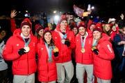 Olympische Spiele: Insgesamt 15 Medaillen, davon fünf in Gold, gab's für die Schweiz in Südkorea. Hier feiern Daniel Yule (v.l.), Wendy Holdener, Ramon Zenhäusern, Luca Aerni und Denise Feierabend ihre Podestplätze. (Bild: Keystone (24. Februar 2018))