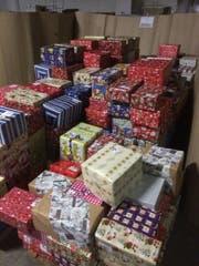 Über 1100 Päckli wurden im Zwischenlager sortiert.