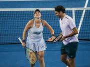 Haben sie auch dieses Jahr wieder Grund zum Strahlen? Belinda Bencic und Roger Federer treten beim Hopman Cup als Titelverteidiger an (Bild: KEYSTONE/ap/TONY MCDONOUGH)
