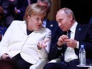 Die deutsche Kanzlerin Angela Merkel und der russische Präsident Wladimir Putin haben ein Telefonat bezüglich des Ukraine-Konflikts geführt. (Bild: KEYSTONE/AP POOL Reuters/GONZALO FUENTES)