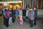 Die Sängerinnen des Singchörli Laad, für einmal, wegen des kalten Wetters, nicht in der traditionellen Tracht. (Bild: Adi Lippuner)