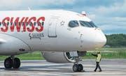 Ein Bombardier-Jet der Swiss auf dem Mirabel-Flughafen von Montreal. (Bild: Graham Hughes/AP, 29. Juni 2016)