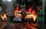 Im Spätherbst erlebte Frankreich heftige Ausschreitungen im Zuge der Gelbwesten-Proteste. (Bild: Etienne Laurent/EPA (Paris, 1. Dezember 2018))