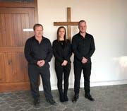 Der bisherige Bestatter Herbert Kühne (v.l.) mit seinen Nachfolgern Kristina Kehl und Tristan Herrsche, die ab dem 1. Januar für die Gemeinde Oberriet zuständig sind. (Bild: Geri Krebs)