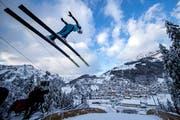 Simon Ammann bei einem Sprung auf der Titlis-Schanze. (Bild: Philipp Schmidli (Engelberg, 15. Dezember 2017))