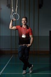 Medaillensegen: Simon Stalder räumte an den diesjährigen Schweizer Meisterschaften im Geräteturnen tüchtig ab. (Bild: Corinne Glanzmann (Rickenbach, 1. Dezember 2018)