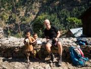 Schweizer Malstifte und Blöcke für nepalesische Kinder: Ein riesiger Erfolg, da diese kaum Spielzeug haben, wie Stefan Frei sagt. (Bilder: PD)