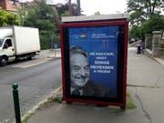Stimmungsmache der ungarischen Rechtsnationalisten gegen den in Budapest geborenen US-Amerikaner George Soros - ausserdem mit jüdischen Wurzeln und ursprünglichem Namen György Schwartz. Das Plakat stammt aus einer Kampagne vom Juli 2017. (Bild: KEYSTONE/AP/PABLO GORONDI)