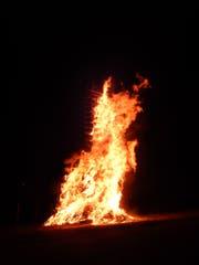 Das Stammheimer Funkenfeuer aus dem Buch «Korngeist und Feuerkult». (Bild: PD/Kurt Derungs)