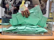 Wahlresultat vom Sonntag: Spaniens ultrarechte Partei Vox zieht ins Regionalparlament von Andalusien ein. (Bild: KEYSTONE/EPA EFE/SALAS)
