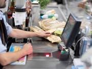 Höhere Umsätze: Der Schweizer Detailhandel hat im Oktober die Verkäufe gesteigert. (Bild: KEYSTONE/GAETAN BALLY)