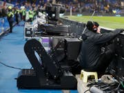 Der Video Assistant Referee (VAR) wird nun bereits in der K.o.-Phase der Champions League eingeführt (Bild: KEYSTONE/AP/KIRSTY WIGGLESWORTH)