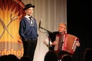 Der Obernauer Florian Haas jodelte, begleitet von Franz Stadelmann am Akkordeon im Finale des Kleinen Prix Walo. (Bild: PD)