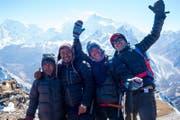 Die vier Guides aus Nepal mit Chefguide Omrad – genannt Charles Bronson, – (2. von links) vor dem Manaslu.