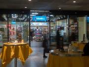 Umstrukturierung: Der Kiosk-Konzern Valora passt seine Unternehmensstruktur an und baut mindestens 30 Stellen ab. (Bild: KEYSTONE/MARCEL BIERI)