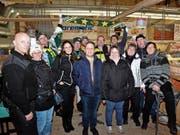 Eine Gruppe des HCT Fanclubs Bodensee mit Präsident Hansjörg Steffen (Mitte) feiert das Jubiläum in der Güttingersreuti. (Bild: Christoph Heer)