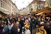 Die Sonntagsverkäufe vor Weihnachten locken jedes Jahr viele Konsumentinnen und Konsumenten in die St.Galler Innenstadt. (Bild: Urs Bucher/20. Dezember 2015)
