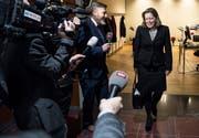 Bundesratskandidatin Heidi Zgraggen ist momentan ein Magnet für die Medien. (Bild: Keystone/Peter Schneider, Bern, 27. November 2018)