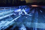 Das Auto erlitt beim Unfall Totalschaden. (Bild: Kantonspolizei St.Gallen)