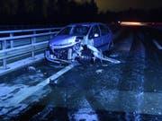 Auf schneematschiger Fahrbahn mit Sommerpneus: Ein 24-jähriger Autolenker geriet auf der A13 ins Schleudern. (Bild: Kantonspolizei St. Gallen)