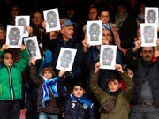 Fans von Napoli solidarisieren sich mit ihrem Spieler Kalid Koulibaly - der italienische Fussball bekommt das Rassismus-Problem aber nicht in den Griff (Bild: KEYSTONE/AP ANSA/CESARE ABBATE)